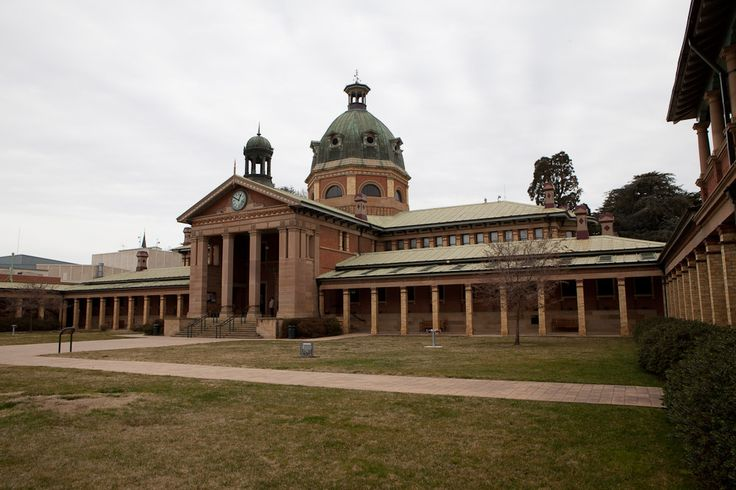 The Court House in Bathurst, NSW has a very interesting story. See it on a tour from Sydney