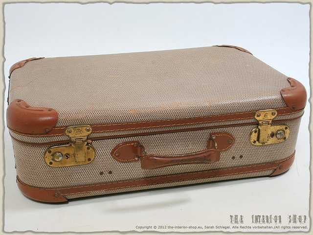 http://airlinepedia.net/hard-sided-luggage.html The very best and most strongly regarded hard shell luggage cases and kits by buyers. Also the most imaginative creations and engineering connected with hardsided suitcase sets. Hard shell case with metal corners / Hartschale-Koffer mit Metallecken * J.r. Garantie * original * rar * antik *