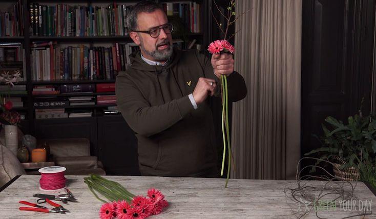 Elke week neemt Romeo Sommers van Green Your Day ons mee in zijn groene wereld. Met behulp van zijn tips en video's maak je zelf de mooiste stukken met groen! Heb je een verjaardag of wil je een dierbare zomaar een cadeau geven?Een zelfgemaakt cadeau is persoonlijk, mooi om cadeau te doen én om te…
