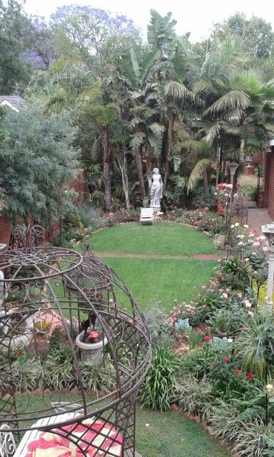 Oval rose garden