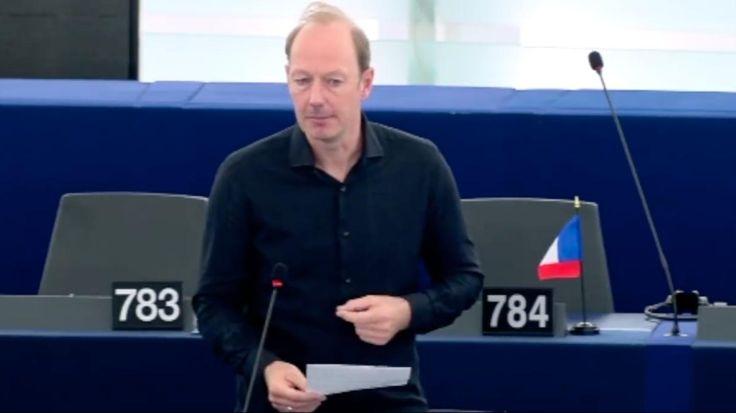 Video: Martin Sonneborn hat gerade mit seiner Rede der ganzen EU eine Schelle gegeben - VICE