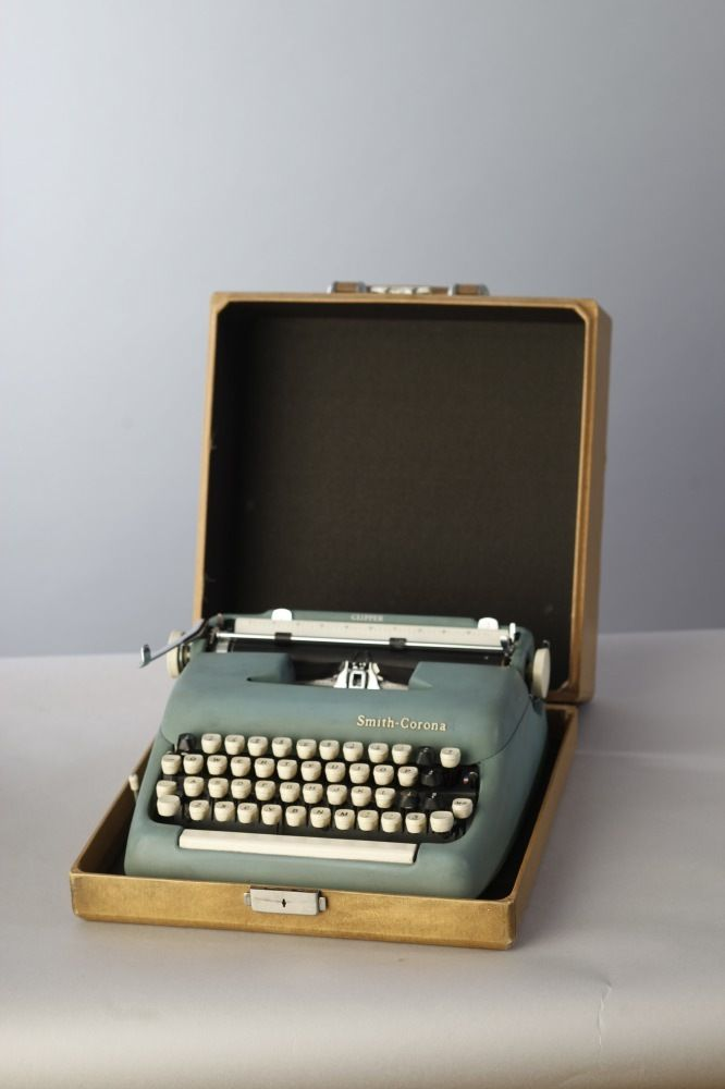 SMITH CORONA TYPEWRITER WITH CASE | Eclectico Shop