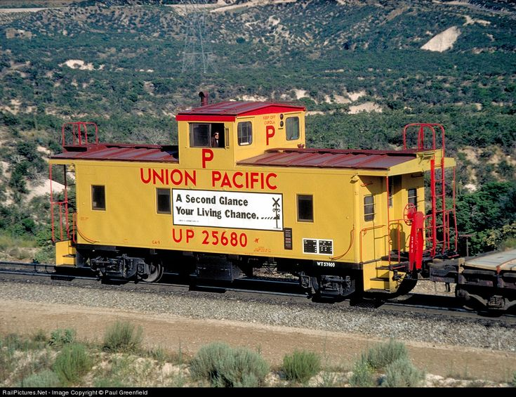 pacific union train caboose | RailPictures.Net Photo: Union Pacific Caboose UP 25680 at Cajon Pass ...
