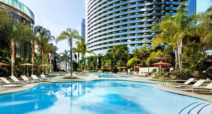 Explore the beauty of our downtown San Diego hotel featuring over 277,000 square feet of flexible conference space, a 446-slip marina and resort-style pool area. Book a stay now!
