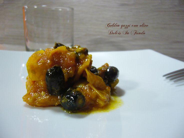 Golden gazzi con olive Non avete mai sentito questo nome? I golden gazzi sono una varietà di pomodori gialla, ma che trovate anche in arancio e color pesco