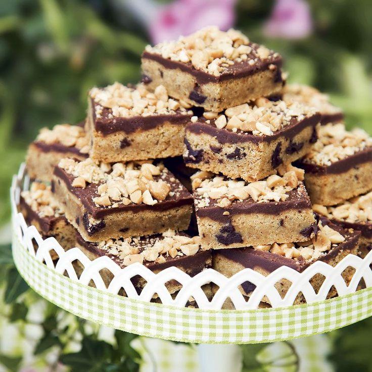 Förföriskt goda jordnötsbitar med choklad.