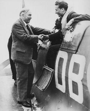El piloto tejano protagonizó 13 intentos de fuga de los campos alemanes y tras la guerra contribuyó a fundar el Partido Maoísta británico
