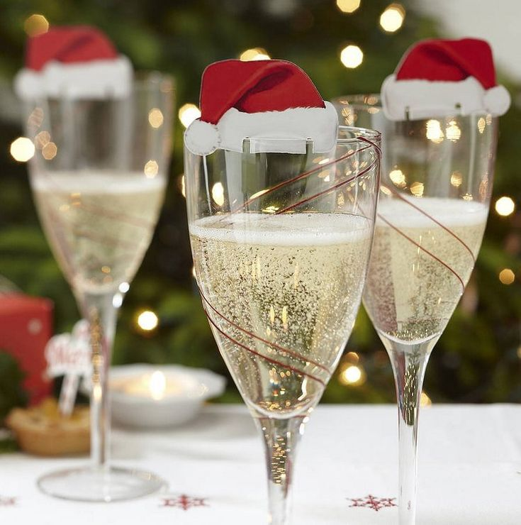 Christmas champagne with Santa Hats. Party Pieces. http://www.kenisahome.com