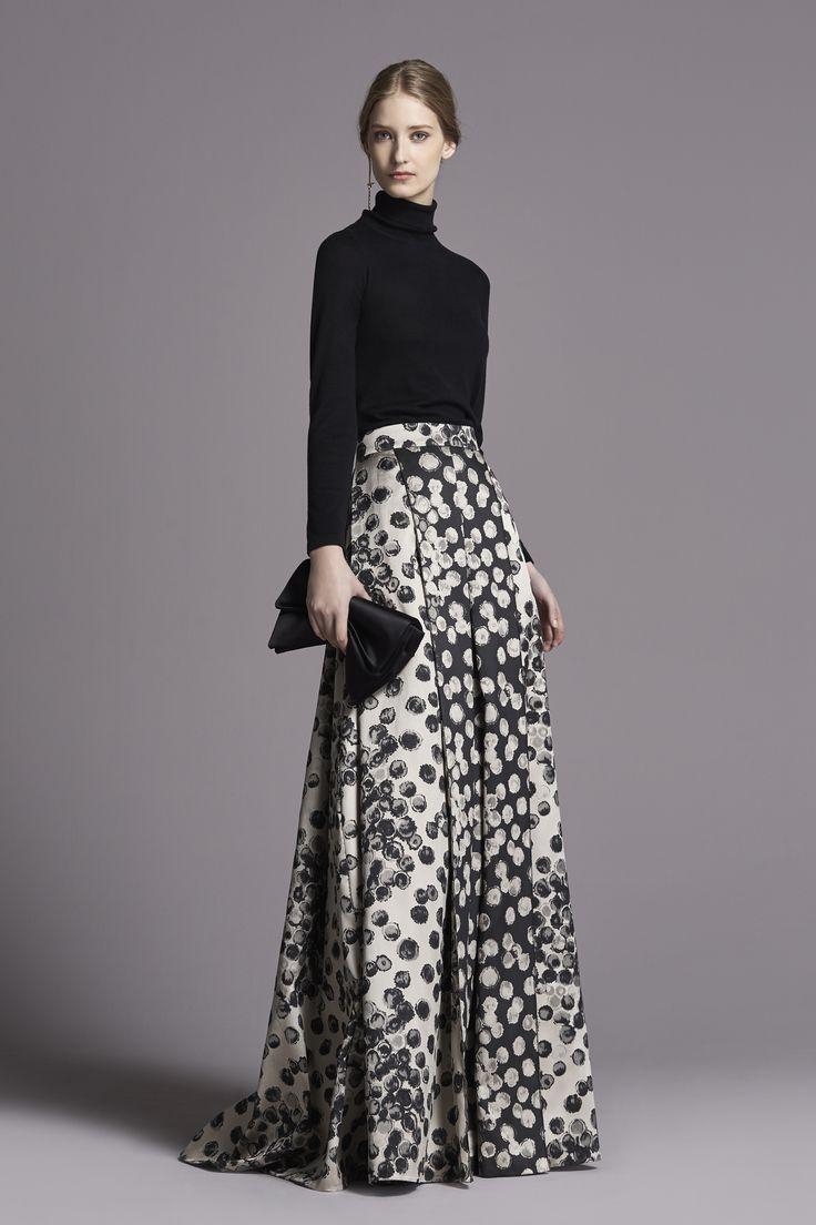 Me encanta esta idea para una fiesta de noche de Otoño-Invierno!! Hermosa blusa cuello tortuga en negro con gran falda! Padrísimo!!!