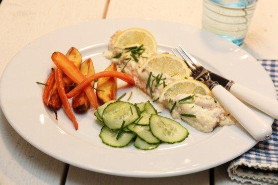 Fjellørret med rømmesaus, agurksalat og ovnsbakte rotgrønnsaker 2