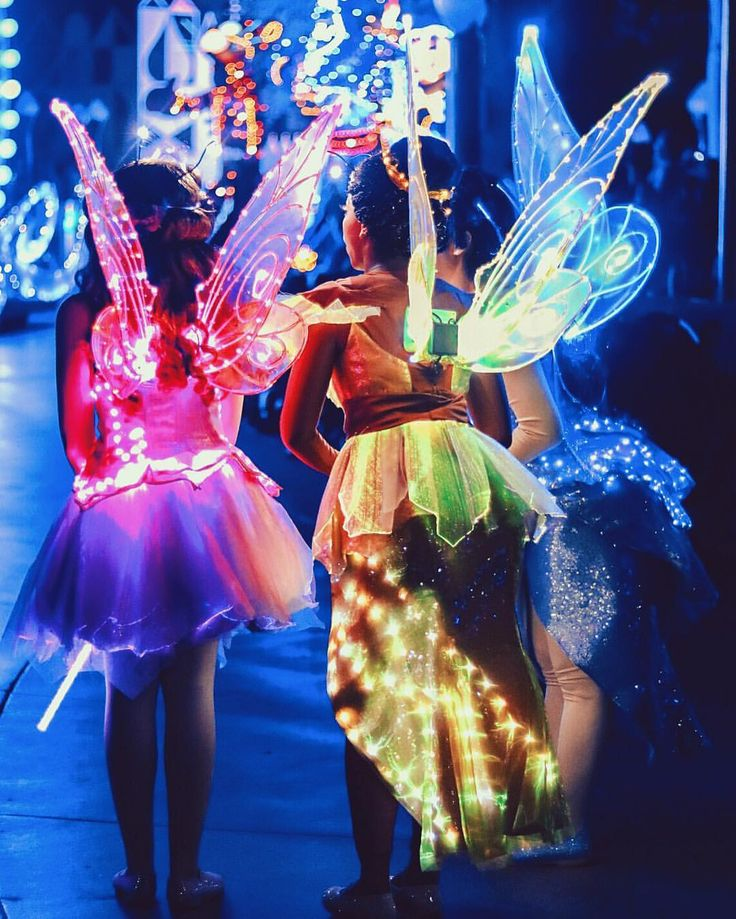 doing sleeping beauties fairy godmothers as a three person festie outfit would be infuckingcredible.