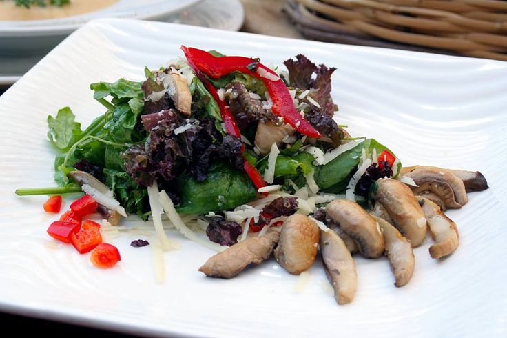 Mixed salad with marinated mushrooms, red pepper and grated gruyere cheese with balsamic vinaigrette flavored with thyme. Paparouna Wine Restaurant & Cocktail Bar | Our dishes are ready!!!