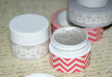 Shimmer Body Gel and Eyeshadow Beauty DIY // Shine at your next party with this easy DIY shimmer body gel! My easy two ingredient shimmer eye shadow and body gel recipe is sure to make you sparkle!