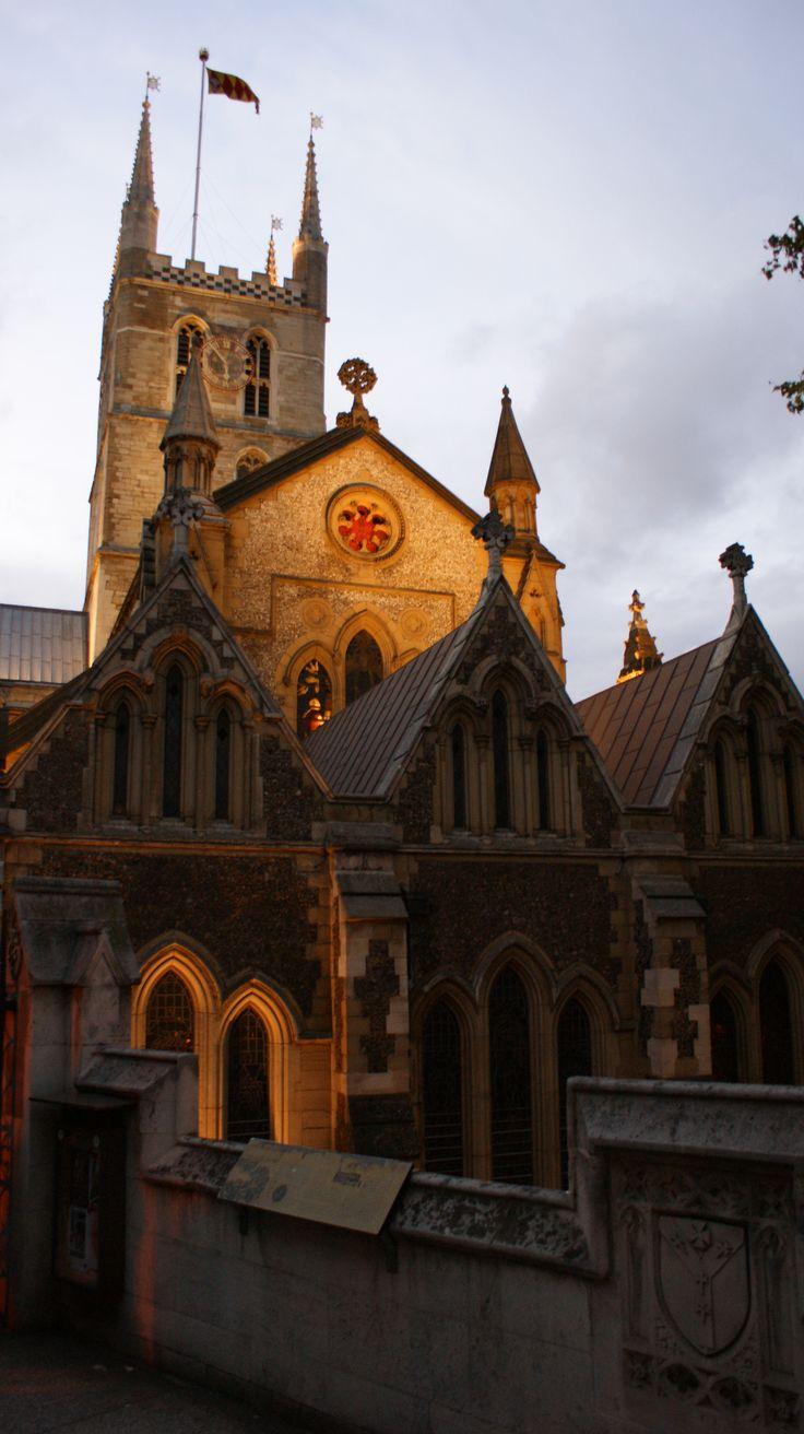 Southwark Cathedral London  http://thelondontourist-chrisreid.blogspot.com