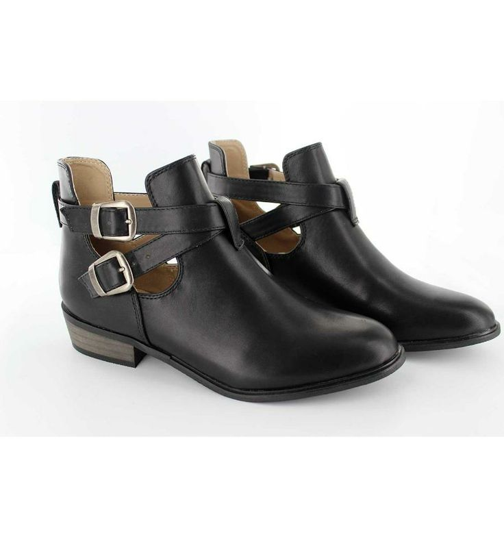 The shoes of the day are these boots of La Strada!!!! They are perfect for going to summer festivals! #Krackonline #boots #LaStrada Available in: http://www.krackonline.com/es/calzado-mujer/2483-LA-STRADA-708783.html?30#/color-negro/talla-35
