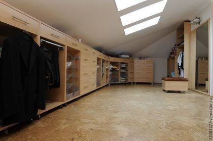 Просторная, вместительная и функциональная гардеробная. Изготавливается по индивидуальному заказу с учетом пожеланий по цвету, наполнению, дизайну и материалам.