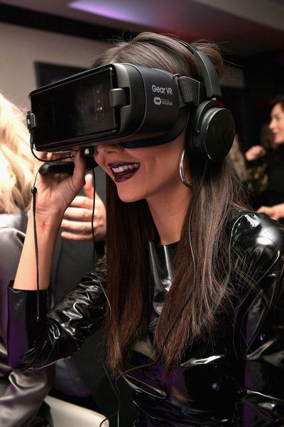 Actor Victoria Justice at the NYX Professional Makeup and Samsung VR Launch Party at Beauty & Essex on December 14, 2017 in Los Angeles, California.