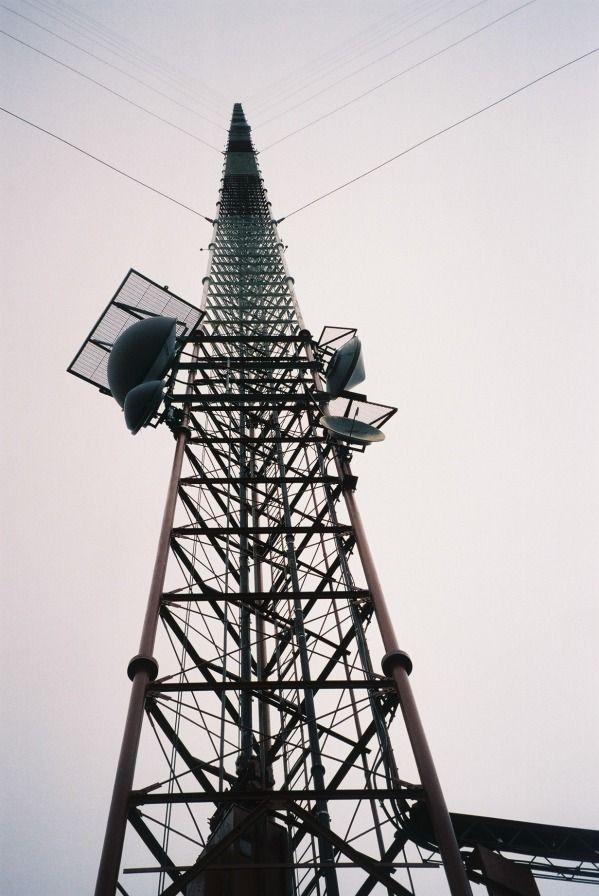 KVLY-TV mast was build in 1963 in Blanchard (USA) and it is 628.8 meters, 2,063 feet tall. - http://likes.com/misc/biggest-buildings?utm_term=25766049_campaign=ml=65151_source=mylikes_medium=cpc=eyJjbGlja19pZCI6IDE2NTk1NzA3MzAsICJwb3N0X2lkIjogMjU3NjYwNDl9=13