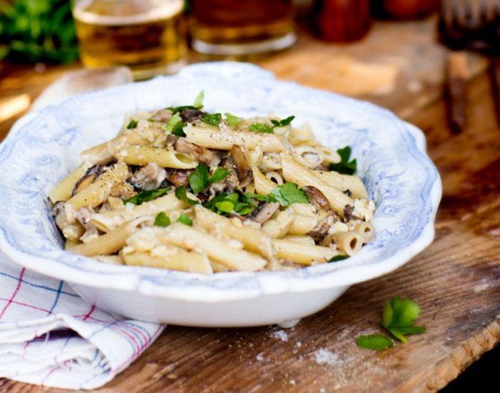Cremet pasta med svampe og trøffelolie