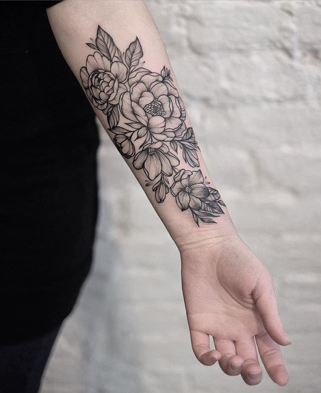 Trinity has a sleeve covering her right arm. The sleeve is a collection of realistic, black and white flowers. After having been bound to her geist, Trinity added a snake to her sleeve. The body of the snake is slithering through the flowers, and its head rests on the back of her hand.