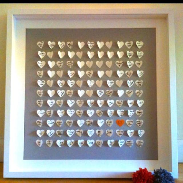 Guests write on little paper hearts - frame after wedding l Gäste schreiben auf kleine Herzen, die am Ende als großes Gästebuch gerahmt werden - süß!