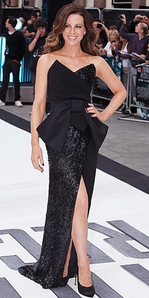 KATE BECKINSALE    Para el mismo estreno, la co-protagonista de este filme apostó por este fabuloso vestido negro de la colección Otoño/Invierno 2012 de Donna Karan.