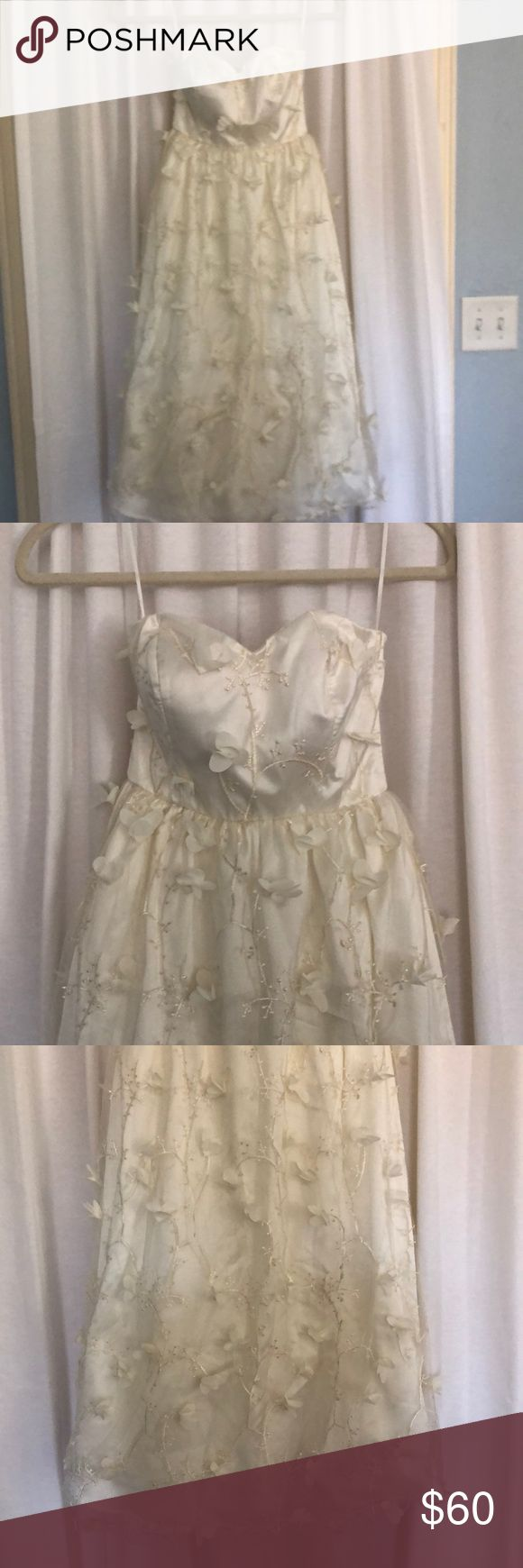 ModCloth Merry Moxie Midi Dress NWT A beautiful ivory dress with intricate vine and floral design- 3D petals coming off dress. Size XXS. Never been worn! Modcloth Dresses Wedding