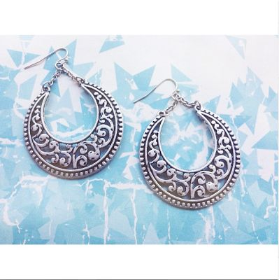 the lovelee girl: 365 - Crescent Earrings by Premier Designs Jewelry