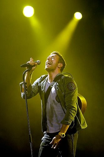 chris martin coldplay- I have just discovered their music and I Love it!