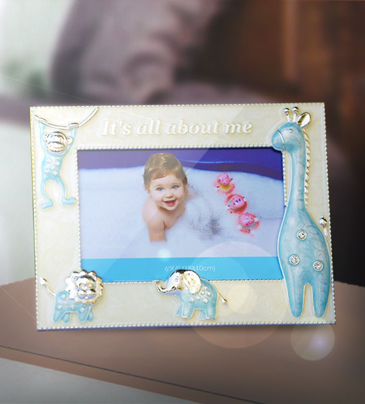 Photo Frame Animals Blue - Designed with blue-colored shapes of animals all around the photo frame mainly for the love of your kids.