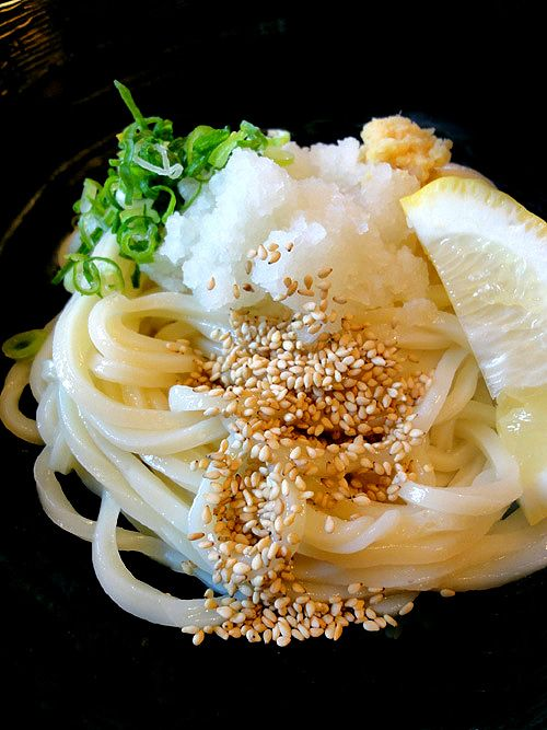 Cold Japanese Udon Noodles with Grated Daikon Radish and Ginger, Negi Green Onion, Sesame Seeds, Lemmon) |冷やしおろしうどん