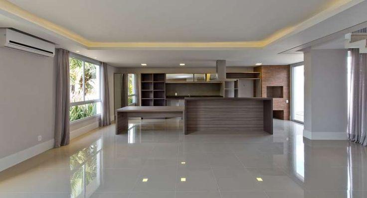 Casa com 6 Quartos à Venda, 203 m² por R$ 1.300.000 Rua Chiquinha Gonzaga, 40 - Cacupé, Florianópolis - SC