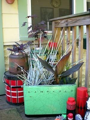 unique container gardens: Plants Container, Country Porches, Container Gardens, Gardens Inspiration, Lakes Cabins, Gardens Gardens, Coolers Planters, Covers Porches, Vintage Coolers