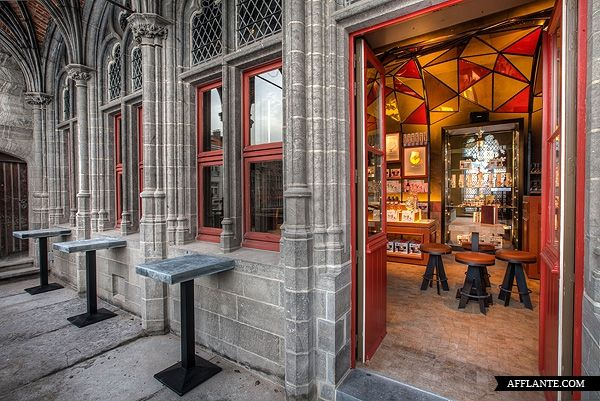 First Duvel Café in Bruges // Puresang | Afflante.com