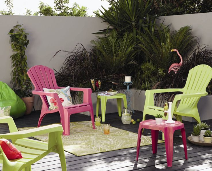 Ensure a touch of club tropicana in your own garden space with these fabulous fan chairs #summer #living #tropical