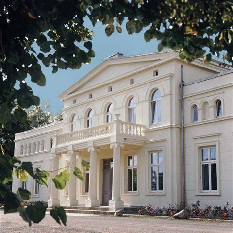 Schloss Krönnevitz Luxus Ferienwohnung Ostsee - nahe Stralsund, Fischland-Darß und Rügen, wunderschöne, 260 m² große Ferienwohnung im Haupthaus des Schlosses und der 18000 m² große Park,Feriendomizil für luxuriösen, erholsamen Urlaub in Mecklenburg-Vorpommern