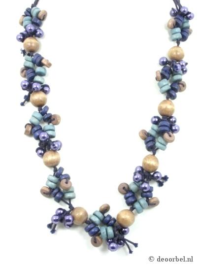 Necklace with colored wooden beads.  Koordhalsketting met gekleurde houten kralen van Sarlini