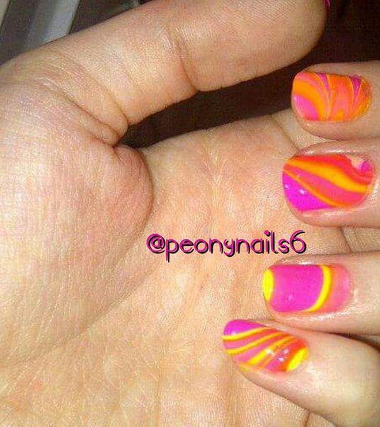 Во вторник #NailCall: ярко-розовый лак для ногтей идеи | StyleCaster