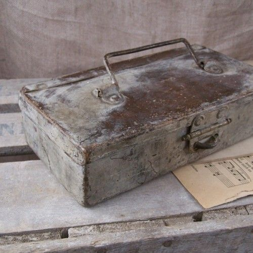 old metal box by atelier Brocante