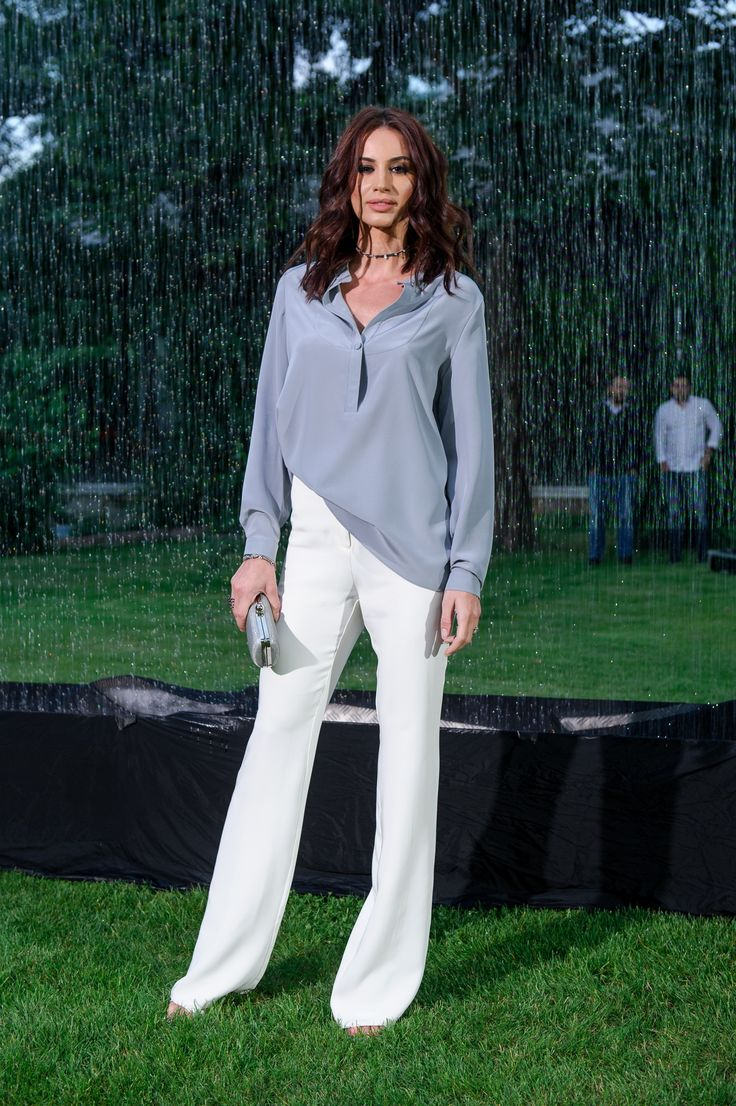 Geanina Ilies wearing http://shop.laurahincu.ro/product/office/white-crepe-flared-pants/