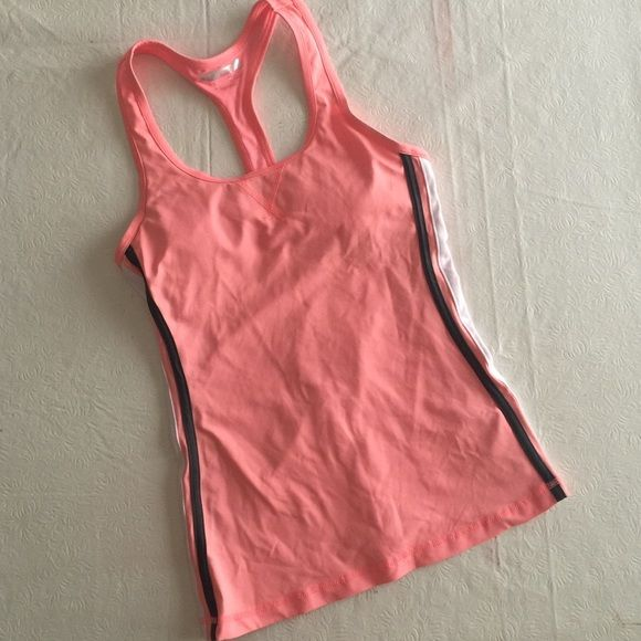 Pink workout tank top This pink workout top has cute racerback straps and has a built in bra. Nice details on the side of the top. Has a dri-fit material. Forever 21 Tops Tank Tops