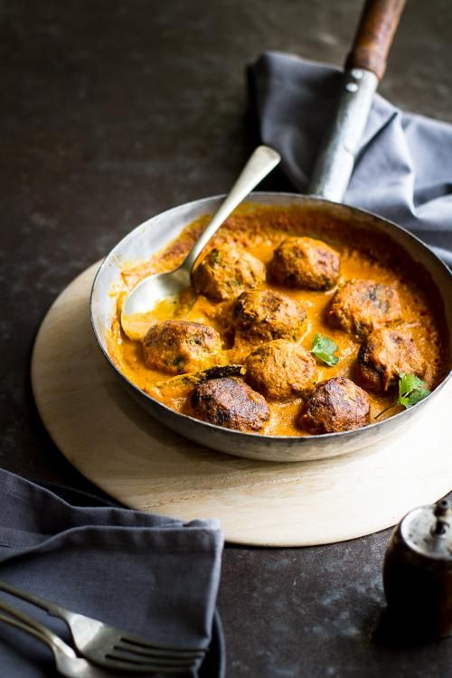 The Best Vegetarian Recipes: Zucchini Koftas in creamy coconut tomato sauce. Pour that over jasmine rice and call yourself a master foodie - Hubub https://www.hubub.com/topic.php?id=133647