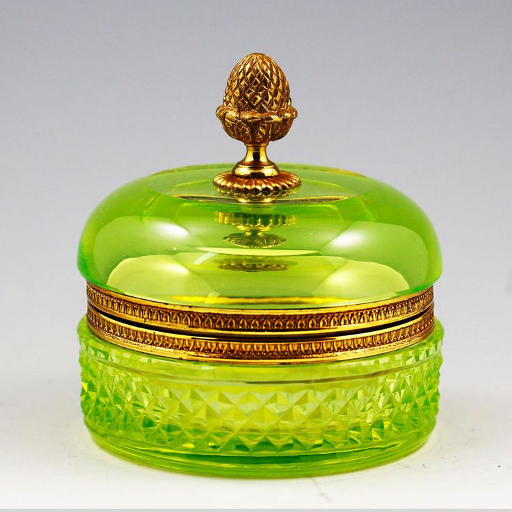 VINTAGE FRENCH CHARTREUSE VASELINE CRYSTAL GLASS HINGED BOX, BRONZE DORE MOUNTS