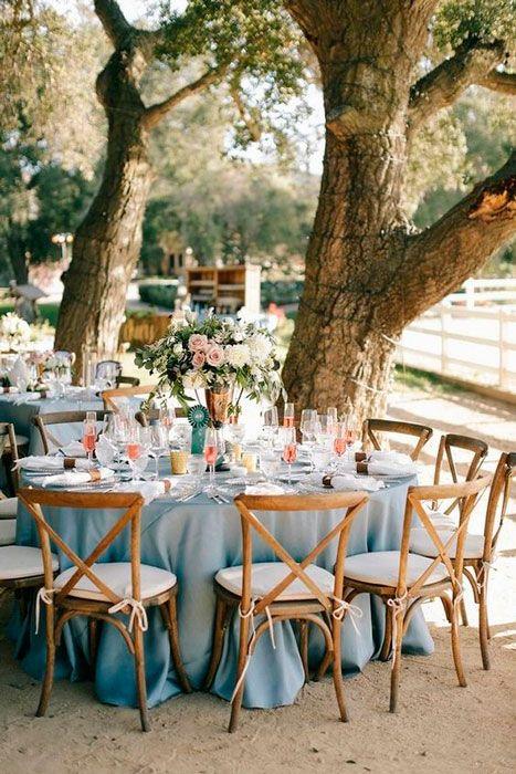 Rose quartz e serenity na decoração de casamento.
