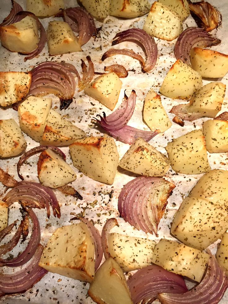 Herbed Oven Roasted Potatoes And Onions Recipe - Very Easy And Delicious!!! #recipe #potatoes #onions