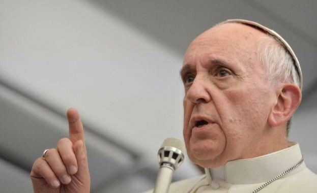 """/КРОСС/Папа Франциск заяви, че е """"шокиран и силно натъжен"""" от нападението срещу старчески дом в Южен Йемен, при което загинаха 16 души, включително 4"""