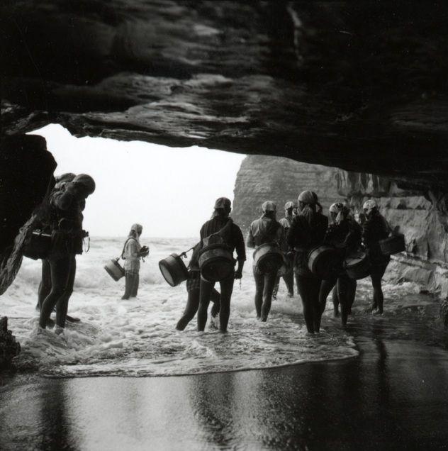 AMA Pearl Divers Miniature Scene by jimlarsondesigns.com