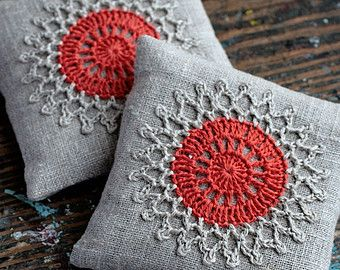 These unique lavender sachets are sewn from linen with a crocheted motif. Sachets contain high quality lavender imported from France (approx. 40 g / 1.5