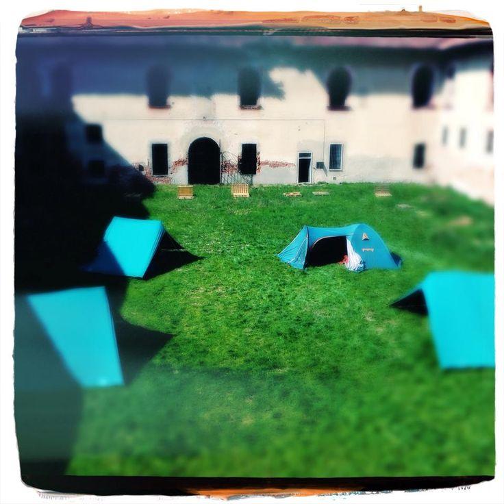 anche gli scout hanno piantato le tende nel nostro giardino
