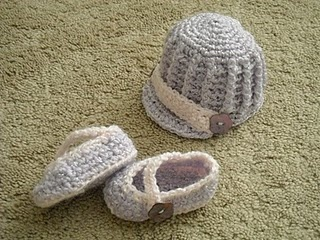 Free Crochet baby hat and slippers Pattern.